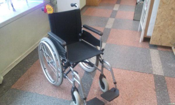 В Комрате хулиганы украли из больницы инвалидную коляску