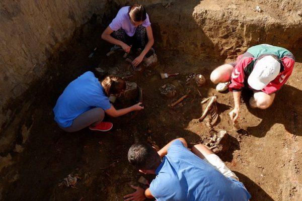 В Комрате при строительстве дороги обнаружены древние захоронения (ФОТО)