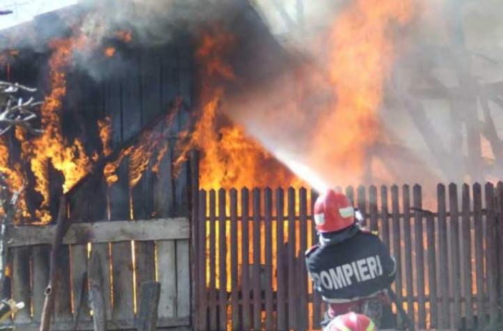 Пожар в Дрокиевском районе: дом пострадал, но жертв удалось избежать