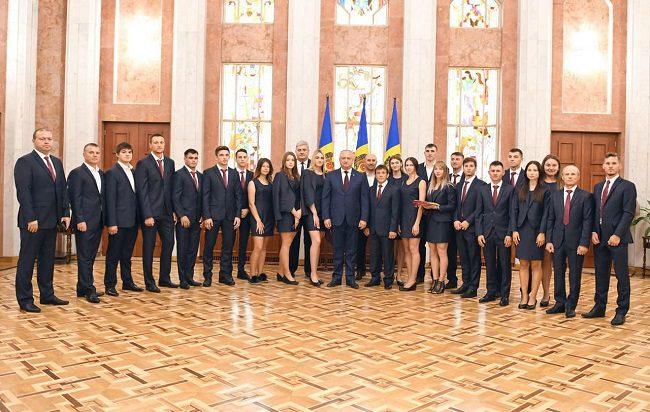 Президент лично пожелал успехов молдавским спортсменам, отправившимся на Всемирную летнюю универсиаду (ФОТО, ВИДЕО)