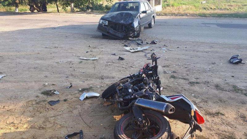 Серьёзная авария в Унгенах: превысивший скорость мотоциклист столкнулся с легковушкой