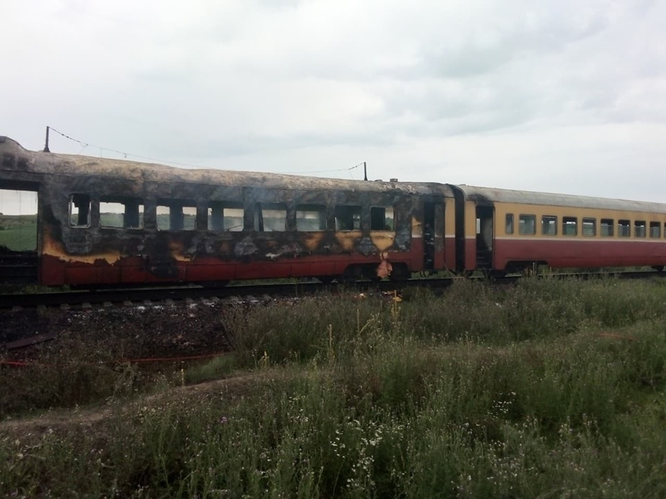В Фалештском районе загорелся пассажирский поезд (ФОТО)