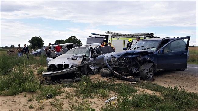 Серьёзное ДТП в Кагуле: спасатели извлекли из покорёженного автомобиля пострадавшую женщину (ФОТО, ВИДЕО)