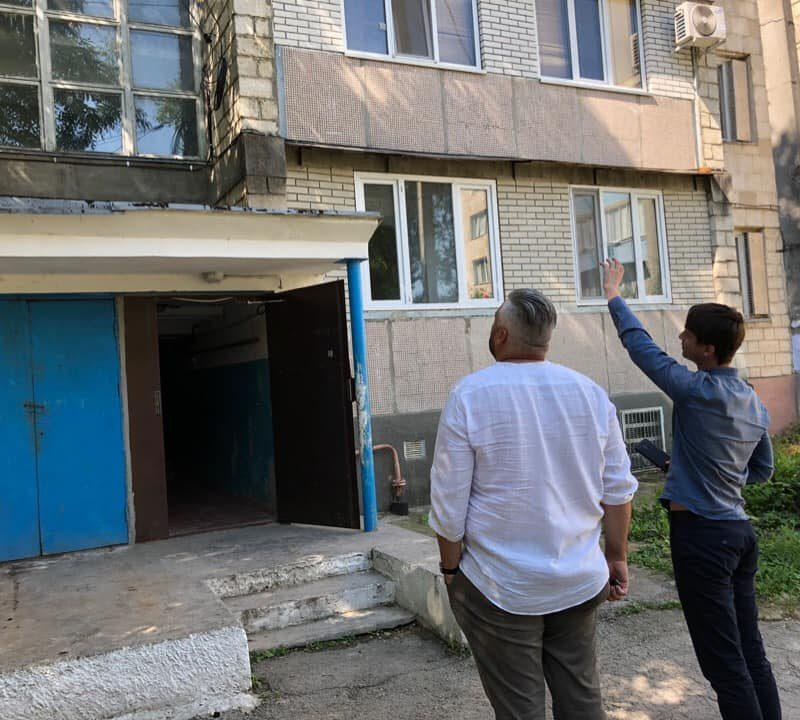 На Ботанике стартовал капитальный ремонт домов: будут заменены окна, отремонтированы козырьки и крыши