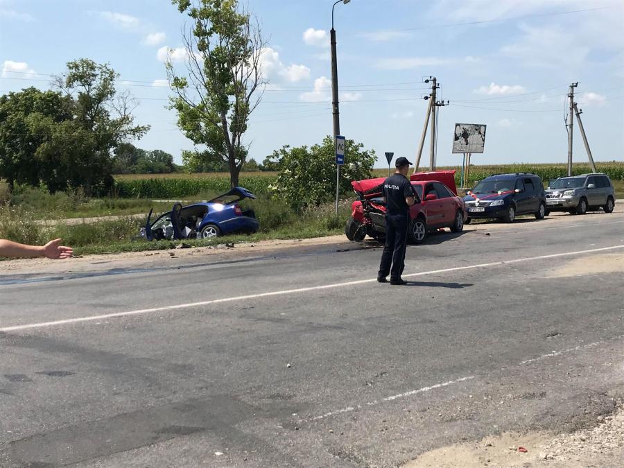 Момент столкновения 5 автомобилей на севере Молдовы попал на видео