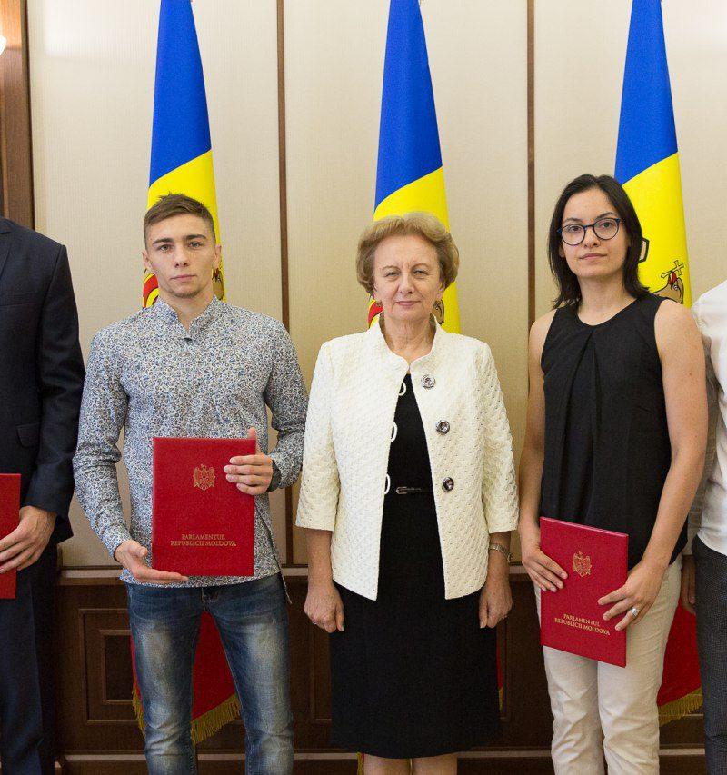 Выдающиеся спортсмены получили дипломы Парламента РМ (ФОТО)