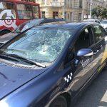ДТП в центре столицы: таксист сбил девушку на пешеходном переходе (ФОТО)