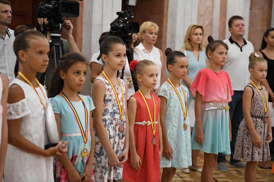 Призеры олимпиад и выдающиеся спортсмены и их наставники получили почетные дипломы президента (ФОТО, ВИДЕО)