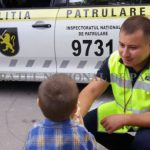 Полицейские нашли и вернули матери малыша, сбежавшего с детской площадки (ФОТО)