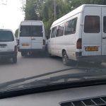 Не поделили дорогу: на Рышкановке столкнулись две маршрутки