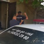 В Леова полицейского поймали с поличным в момент получения взятки