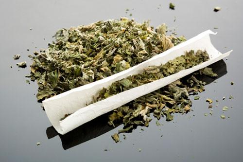 В Приднестровье на улице задержали мужчину с торчащей из кармана марихуаной