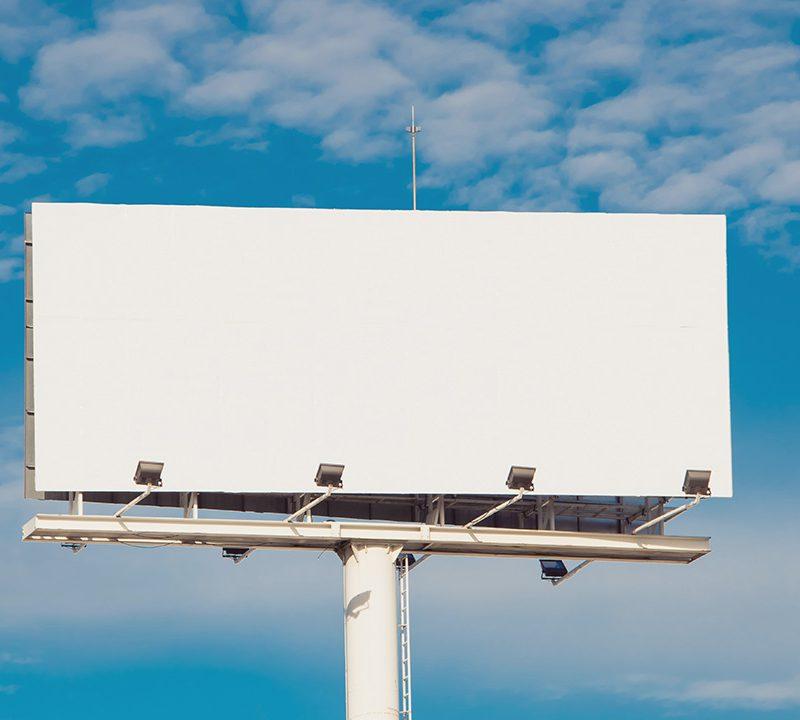 В Кишинёве определили более 100 точек, где незаконно установлены рекламные щиты