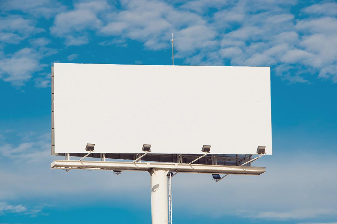 Ион Чебан потребовал немедленного сноса незаконных рекламных панно в Кишиневе