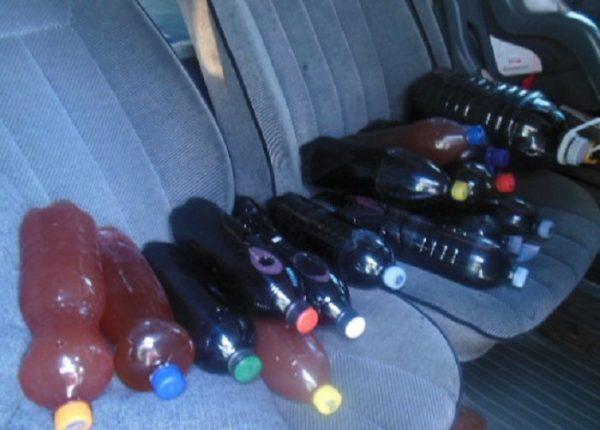 Подарок другу: молдаванин попытался нелегально провезти 55 литров вина