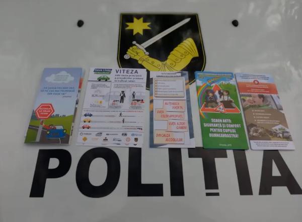 Листовки вместо штрафов: водителям напомнили о правилах поведения на дорогах (ВИДЕО)