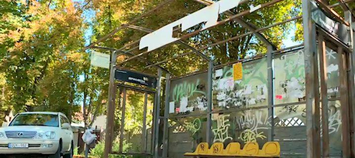 Печальная статистика: в столице разрушено больше половины остановок общественного транспорта (ВИДЕО)