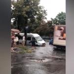 Албишоару снова затопило: дорожное движение на улице перекрыто (ВИДЕО)