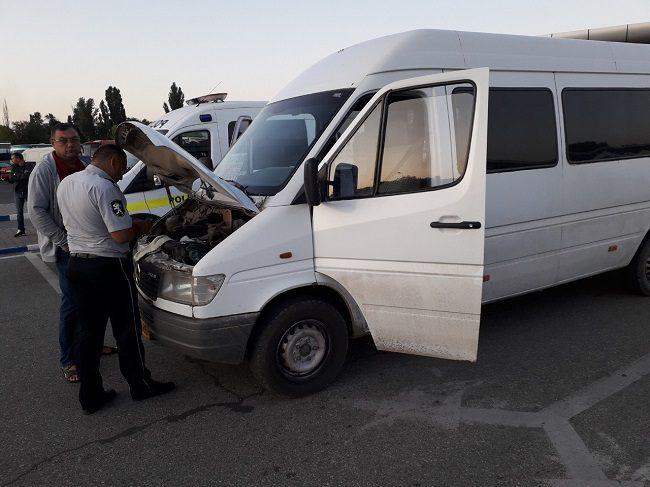 Проверки на северном автовокзале столицы: без номеров остались 11 микроавтобусов (ВИДЕО)