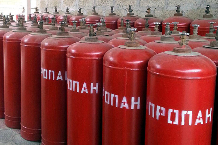Гражданам напомнили о запрете на заправку бытовых газовых баллонов на АЗС