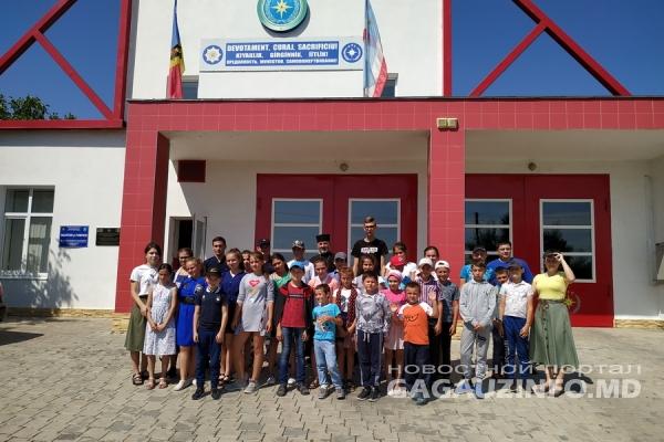 Спасатели продемонстрировали юным жителям Комрата пожарную технику (ФОТО)