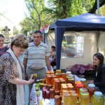 Любителям сладкого: в центре столицы проходит ярмарка мёда