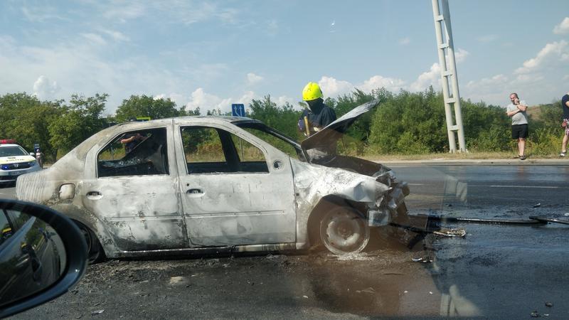Жуткое ДТП на трассе: сгорела машины службы такси