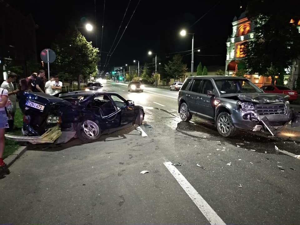 Жуткая авария в столице: BMW превратился в груду металлолома (ФОТО, ВИДЕО)