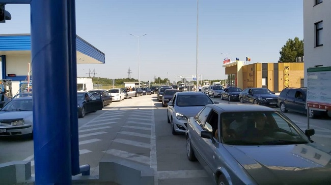 Вниманию путешественников! На двух КПП страны затруднено трансграничное движение (ФОТО)