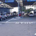 Километровые пробки образовались этим утром на двух КПП (ФОТО)