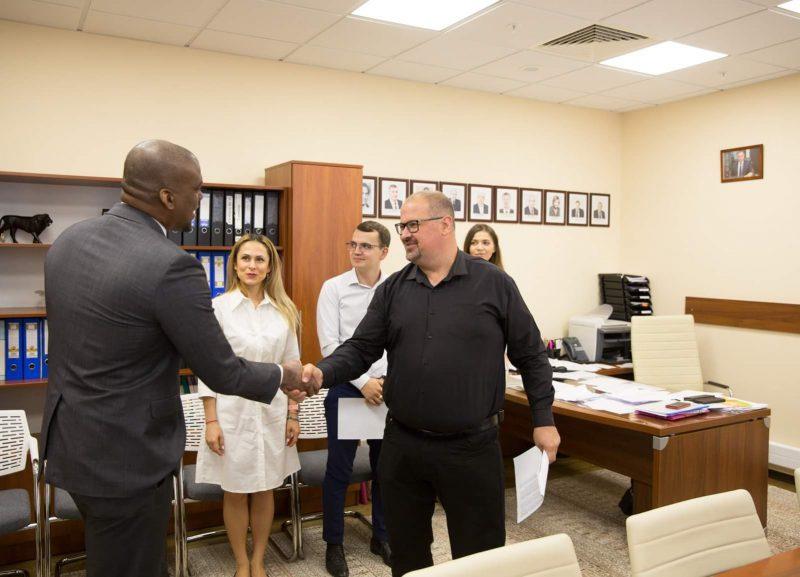Председатель и члены парламентской комиссии по СМИ встретились с послом США в РМ (ФОТО)