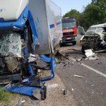 (ОБНОВЛЕНО) Ужасное ДТП в Новых Аненах: на дороге столкнулись грузовик и микроавтобус (ВИДЕО)