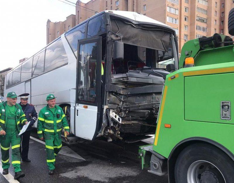 Молдаванин за рулем автобуса попал в ДТП в России (ВИДЕО)