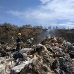 Пожарные тушили свалку бытовых отходов в Слободзее (ФОТО)