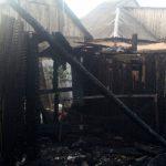 Неосторожность при курении привела к пожару: огонь уничтожил хозпостройку (ФОТО)