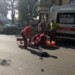 "Девушка оказалась в реанимации: её сбил автомобиль, совершавший обгон перед ""зеброй"" (ФОТО)"