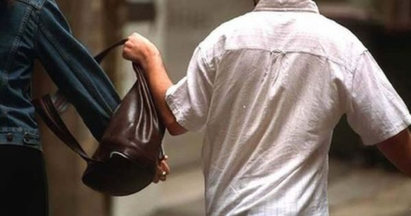 В Италии молдаванин с подельником попытались ограбить прохожую: их задержала полиция (ВИДЕО)