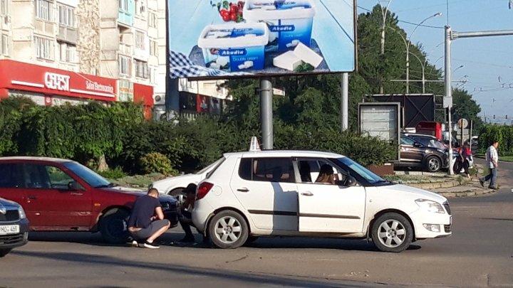 В центре столицы автомобиль автошколы попал в аварию