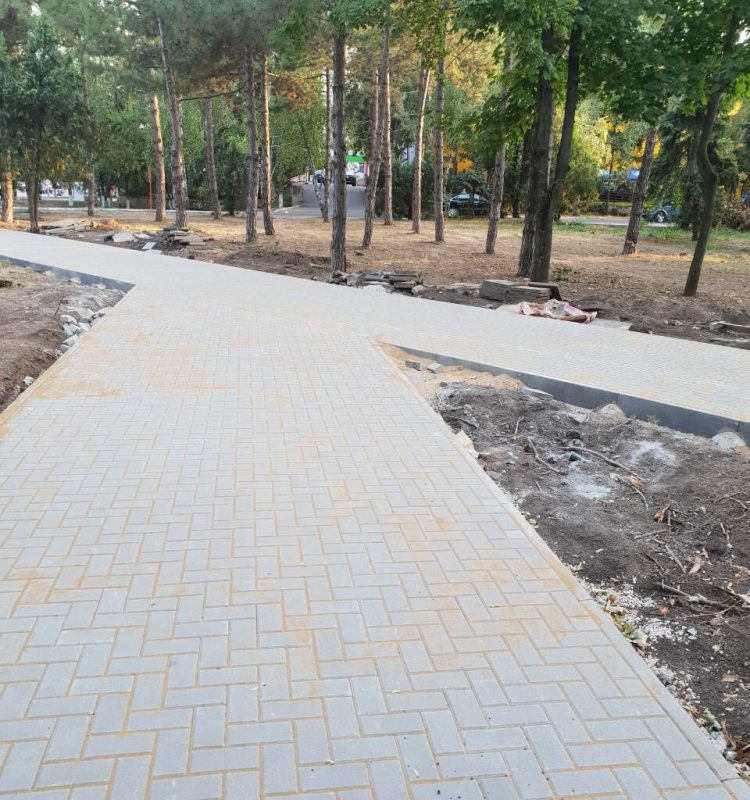 """Работы по реконструкции парка """"Мезон"""" на Рышкановке идут полным ходом (ФОТО)"""