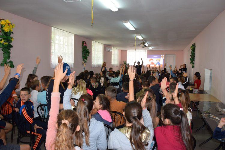 Сотрудники НАЦ провели инструктаж по борьбе с коррупцией среди детей из летних лагерей (ФОТО)
