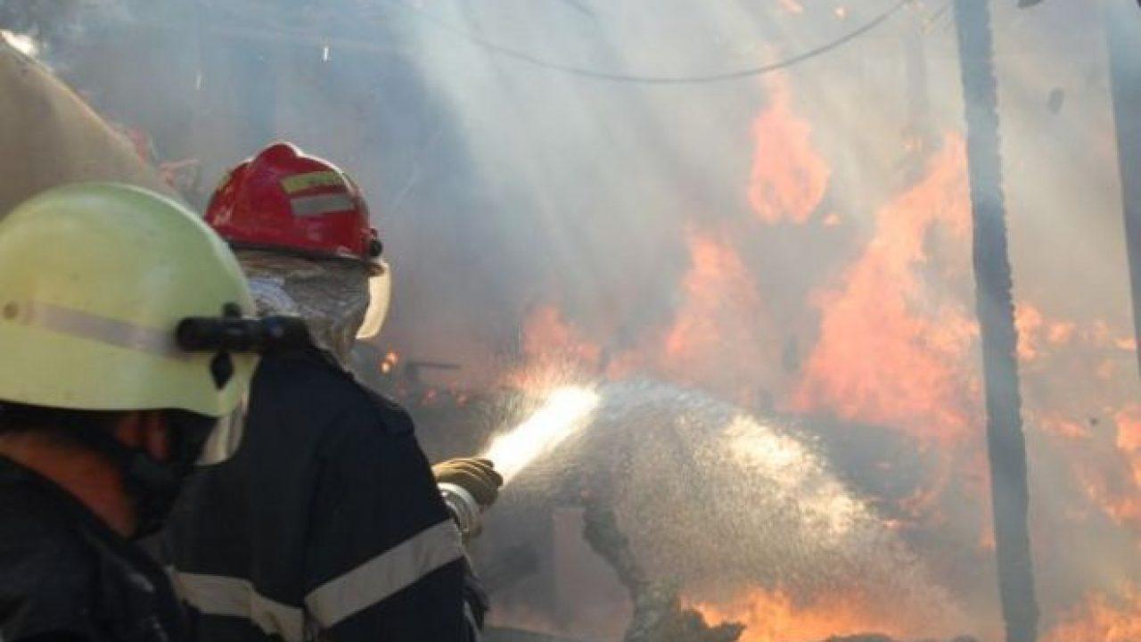 Пожар в столичной многоэтажке: пострадала хозяйка квартиры, а жильцов эвакуировали