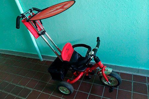 В Гриориополе бездомный украл из подъезда детский велосипед