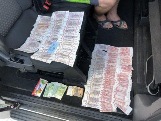 Продавали наркотики через Telegram и отмывали деньги: шестеро членов ОПГ задержаны (ФОТО, ВИДЕО)