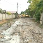 Жители Дурлешт жалуются на непролазную грязь на дорогах после дождя (ВИДЕО)