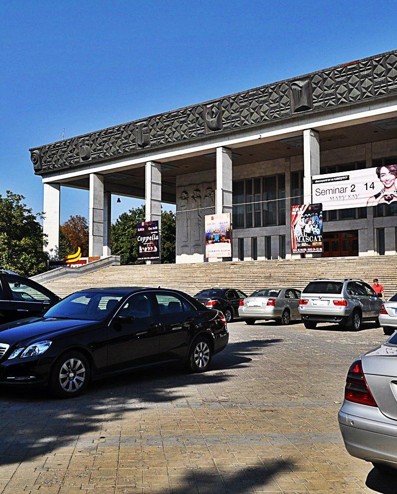 Чебан: В сквере у Театра оперы и балета парковки быть не должно