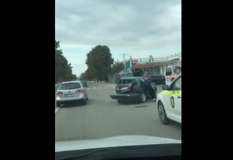 Серьёзная авария у въезда в Оргеев: микроавтобус перевернулся на трассе (ВИДЕО)
