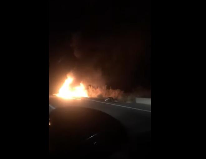 Сгорел, как спичка: автомобиль воспламенился во время движения, водителю удалось спастись (ВИДЕО)