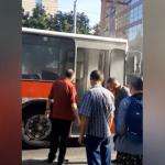 Паника в столице: густой дым заполнил троллейбус, пассажиров эвакуировали (ВИДЕО)
