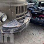 В столице водитель грузовика протаранил два припаркованных автомобиля (ФОТО, ВИДЕО)