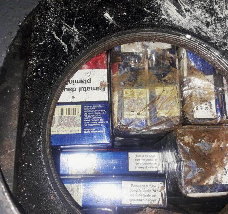 Таможенники задержали крупную партию контрабандных сигарет, спрятанную в автобусе (ФОТО, ВИДЕО)